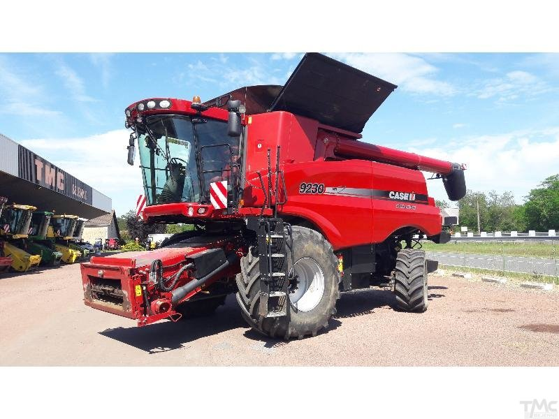 Moissonneuse batteuse CASE IH AXIAL-FLOW 9230