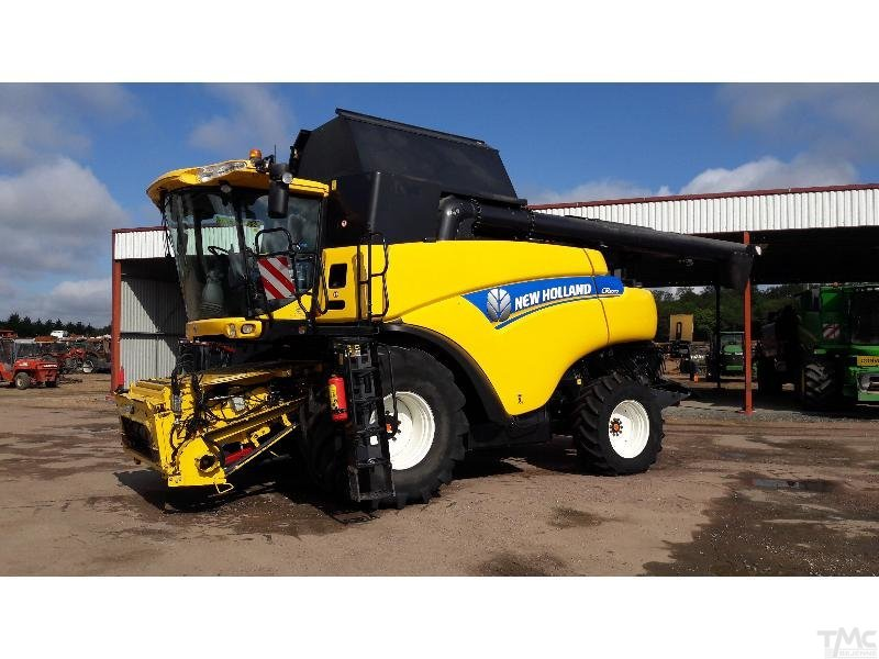 Moissonneuse batteuse NEW-HOLLAND CR 9070