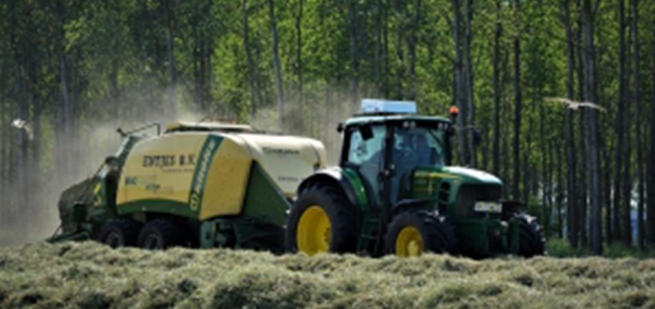 Le ramassage de la paille: Une étape incontournable de la récolte de blé